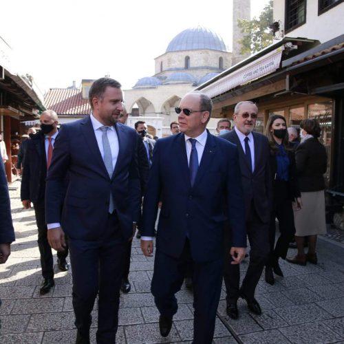 Princu od Monaka uručen Ključ Grada Sarajeva i enciklopedijski zbornik srednjovjekovne Bosne