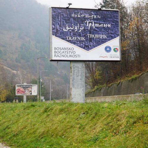 U Travniku postavljeni bilbordi sa nazivom grada na pet bosanskih pisama