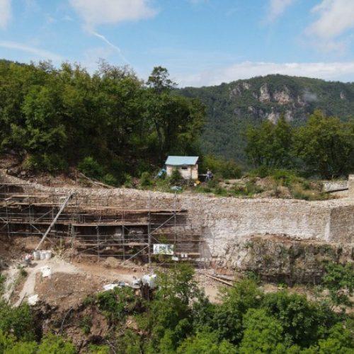 Bujak: Na Dubrovniku kod Ilijaša iskopana pojasna kopča u bronzi s ljiljanom (VIDEO)