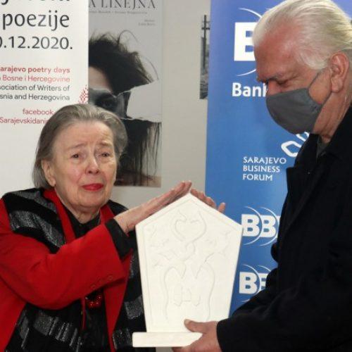Bisera Alikadić dobitnica 'Bosanskog stećka' Društva pisaca BiH (VIDEO)
