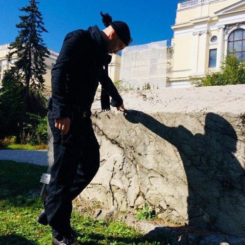 Dr. Adis Fejzić, priznati bh. skulptor – Stećci su mi dijagnoza