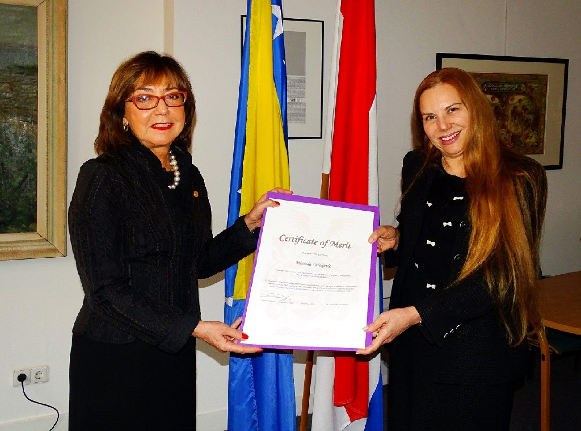 Ambasadorici naše države u  Nizozemskoj Mirsadi Čolaković uručeno priznanje 'Certificate of Merit'