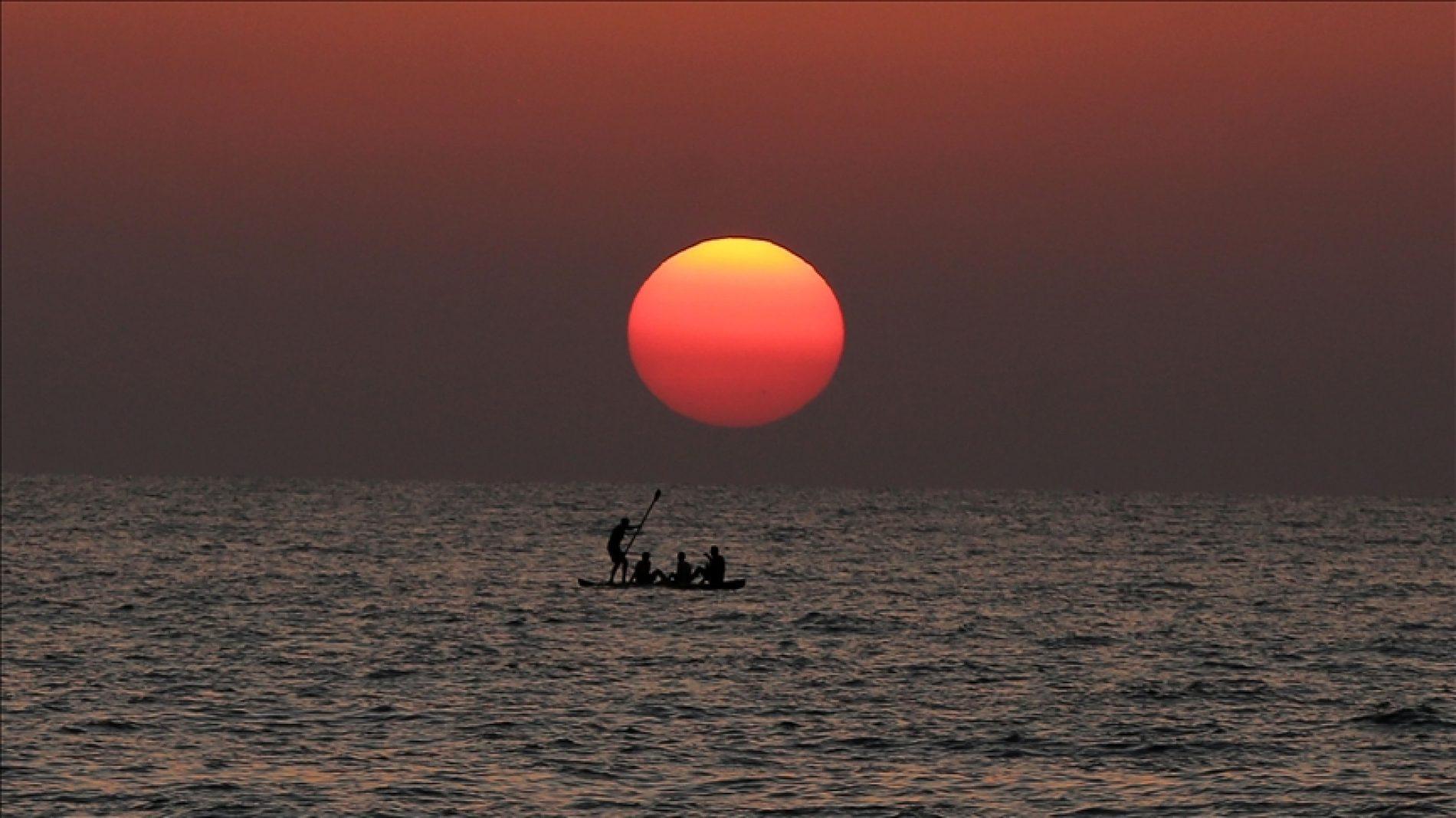 Bajkoviti zalazak sunca u Gazi