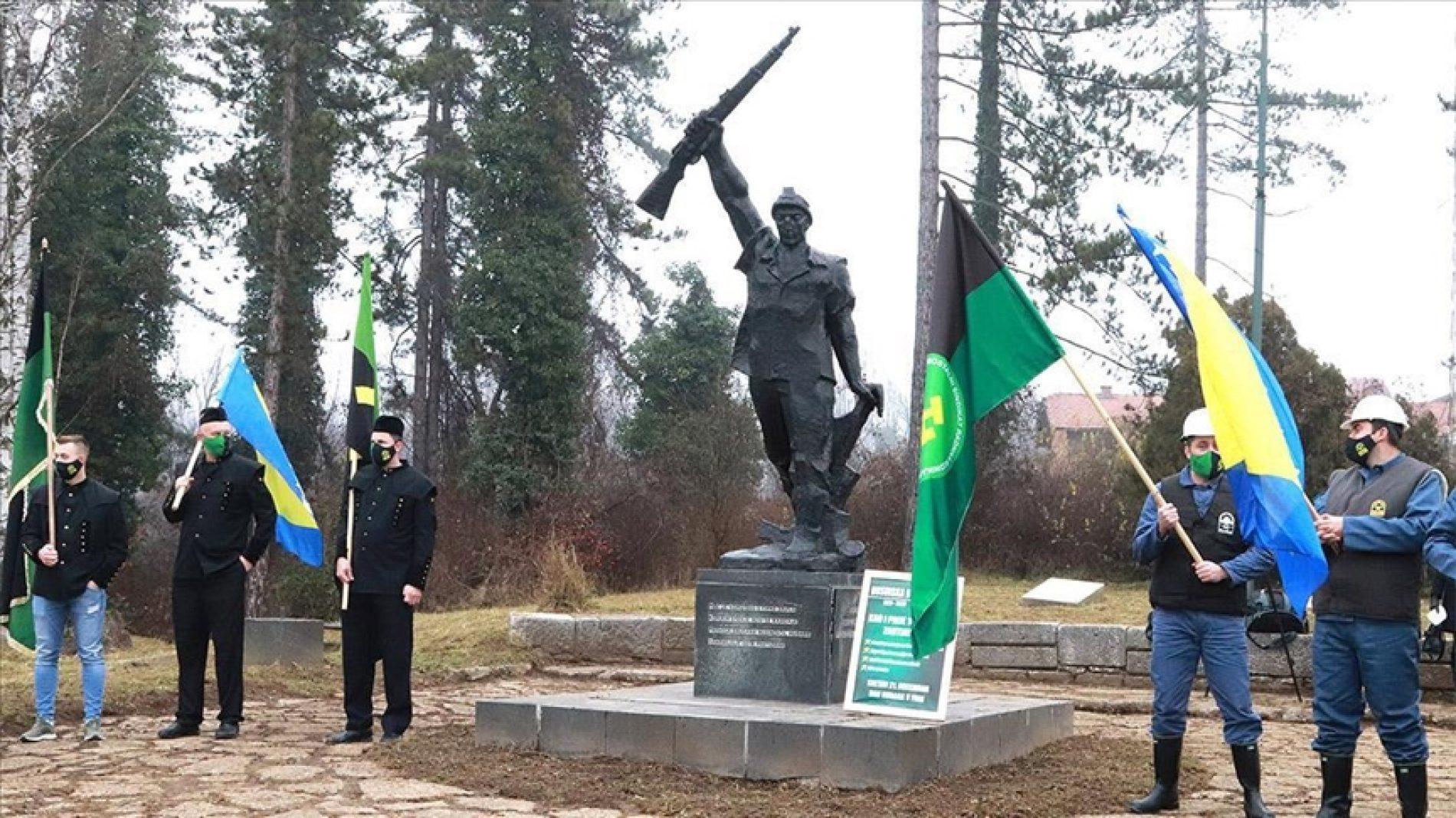 Stogodišnjica Husinske bune: Položeni vijenci na spomenicima Husinskom rudaru