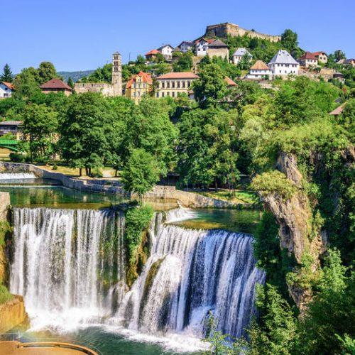 Najljepši mali gradovi svijeta – među njima i bosanski kraljevski grad Jajce