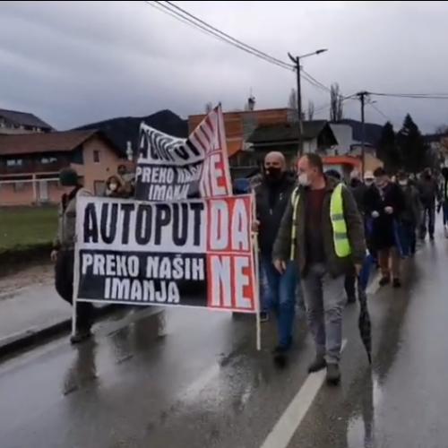 Protesti u Kozarcu: Autoput – DA, preko naših imanja – NE!
