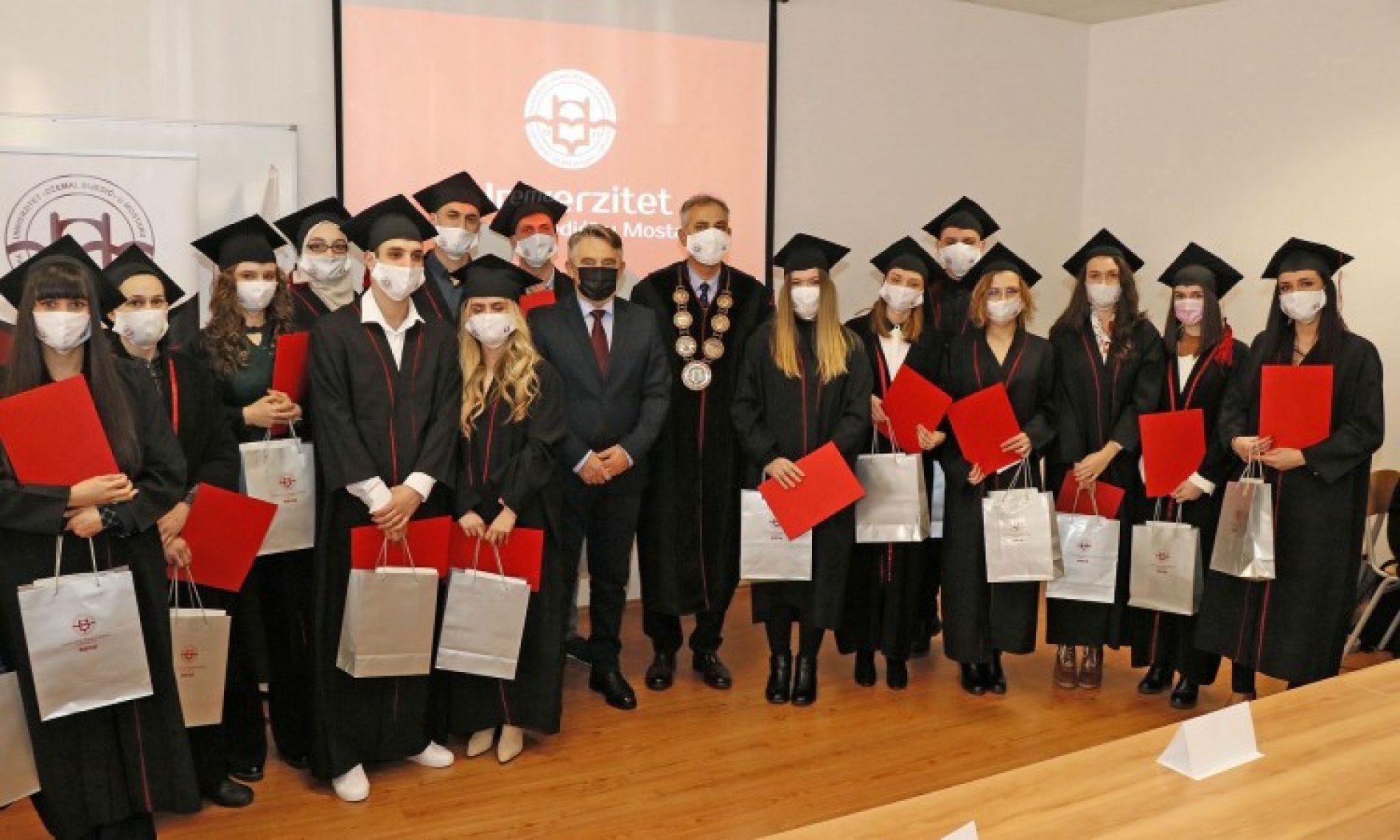 Uručene rektorove nagrade najboljim studentima mostarskog Univerziteta (VIDEO)