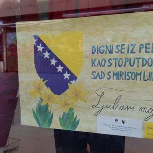 Povodom Dana nezavisnosti: Likovni radovi osnovaca uljepšavaju izloge poslovnih prostora