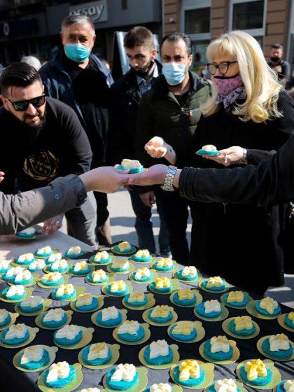 Povodom Dana nezavisnosti u Sarajevu podijeljeni kolači u obliku ljiljana