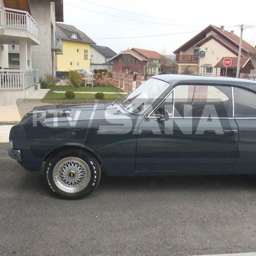 """""""Opel rekord"""" prava atrakcija na ulicama Sanskog Mosta"""