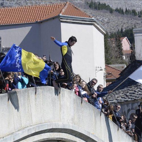Mostar: Skok sa Starog mosta u čast Dana nezavisnosti Bosne i Hercegovine