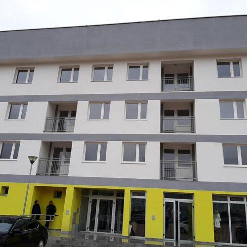 Ključeve stanova dobilo 18 porodica iz kolektivnog centra u Sapni