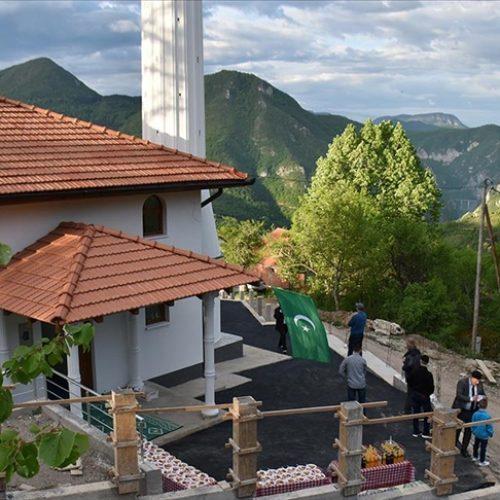 Bajramska svečanost u obnovljenoj džamiji: Stanovnici Orahovaca kod Višegrada pokazali kako se voli zavičaj
