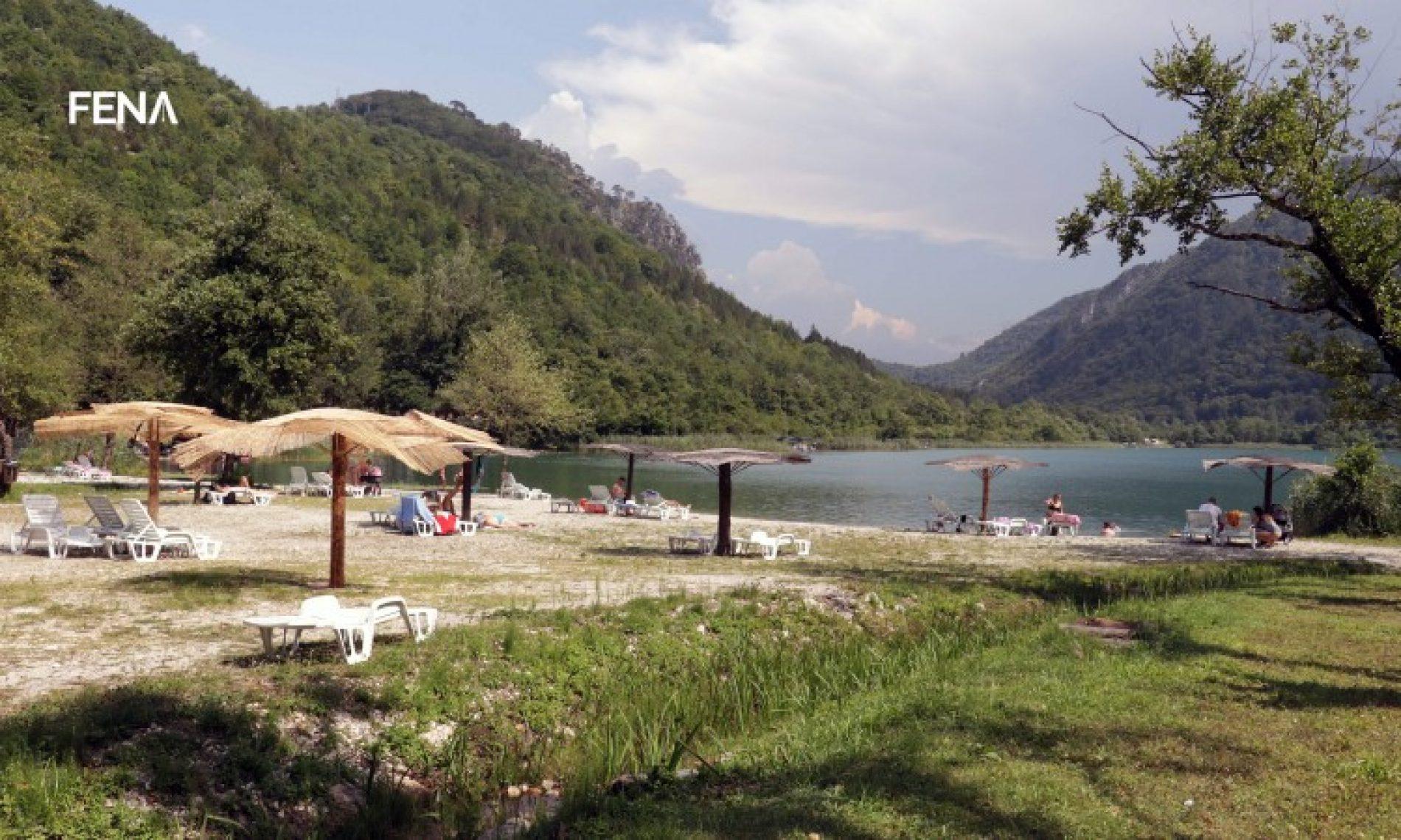 Boračko jezero, idealno mjesto za odmor i rekreaciju u ljetnim danima (Video)