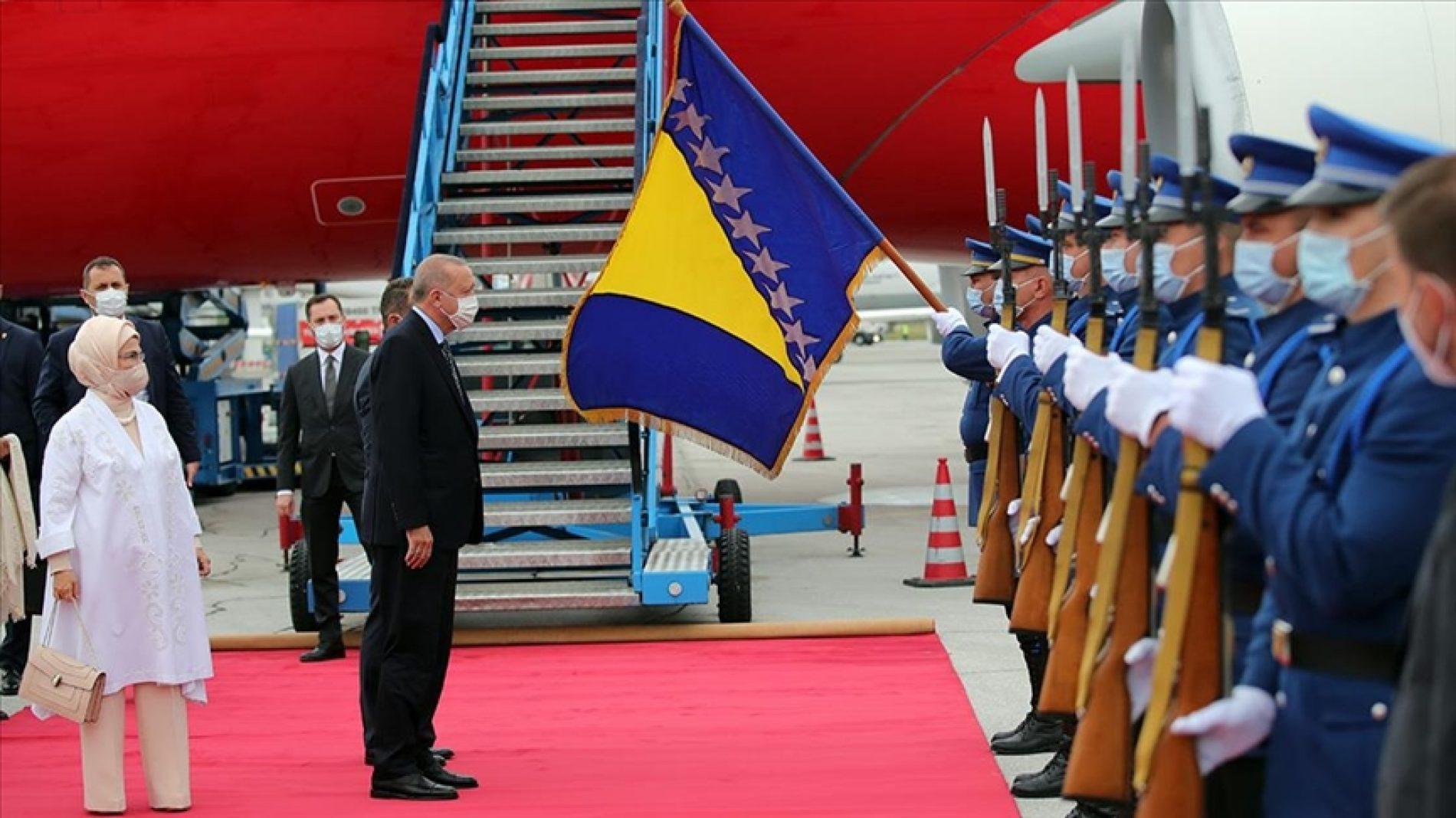 Erdogan u Sarajevu: Na Kovačima odao počast prvom bosanskom predsjedniku Izetbegoviću