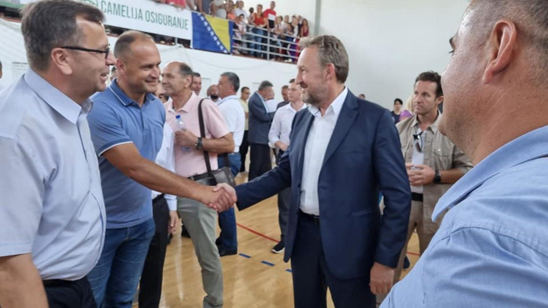 Bihać: U MZ Orašac svečano otvorena novoizgrađena sportska dvorana