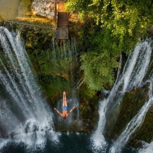 Skokovi sa vodopada u Jajcu 14. augusta, učestvuje više od 30 skakača