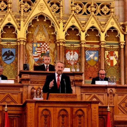 Izetbegović: Blokade uzrokovali političari iz RS, jer ne mogu negirati genocid