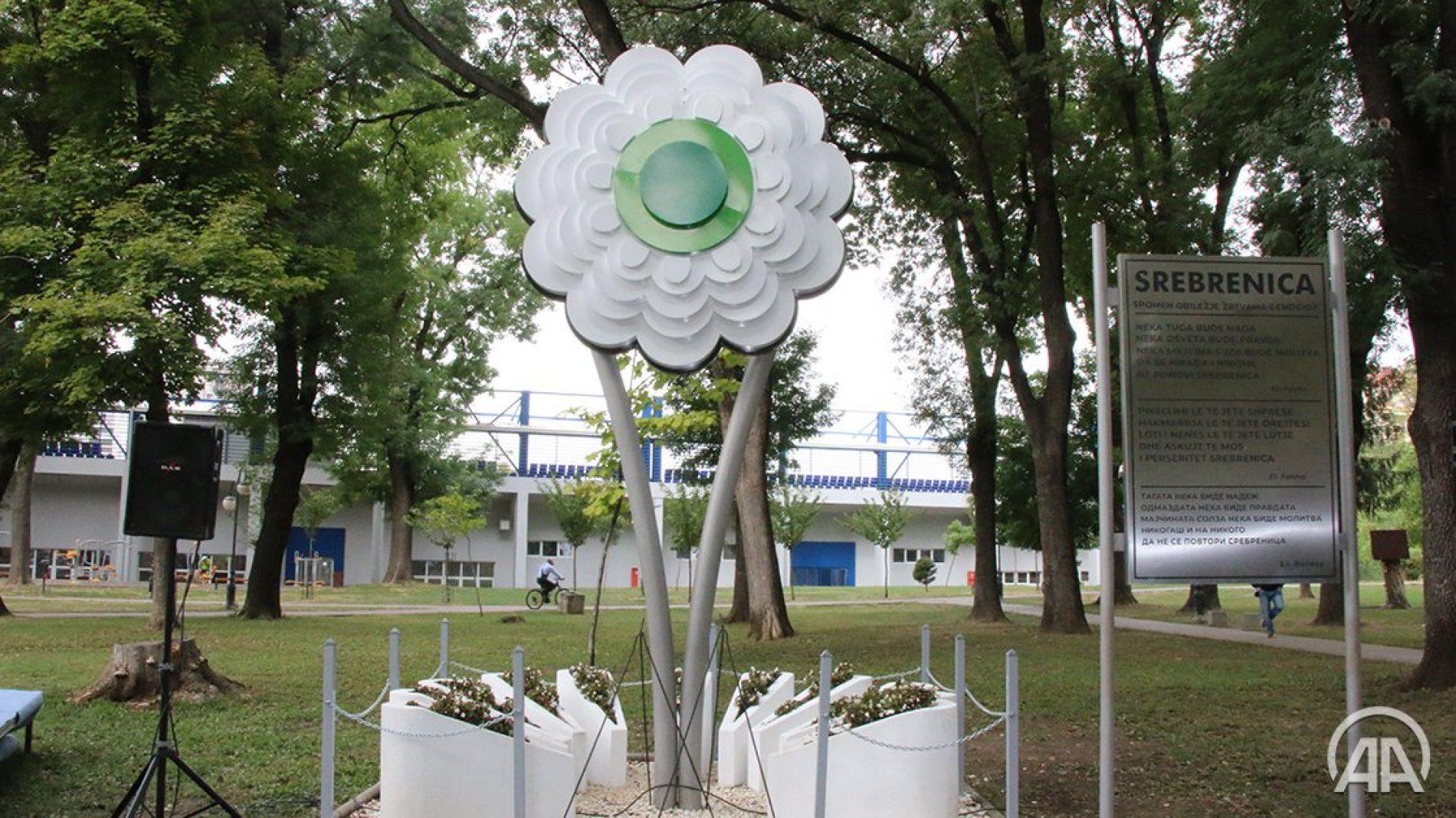 Džaferović položio cvijeće na skopskom spomen-obilježju žrtvama genocida u Srebrenici