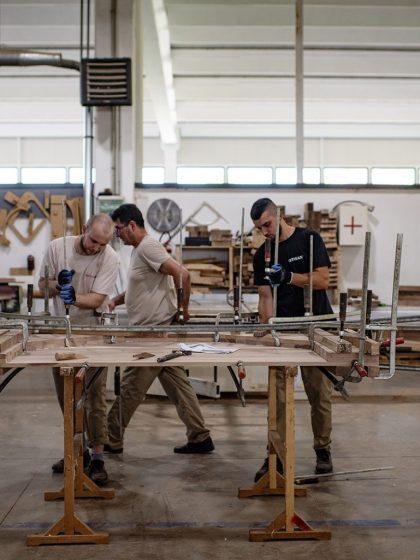 Kako je jedna porodica napravila čudo usred Bosne, fabriku luksuznog dizajnerskog namještaja koji je postao svjetski hit