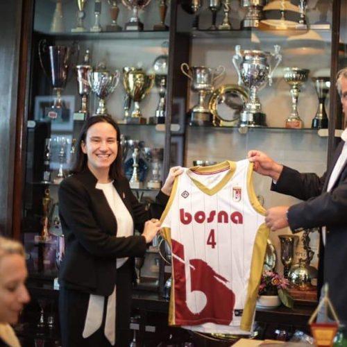 """Gradonačelnica Karić posjetila Košarkaški klub """"Bosna Royal"""""""