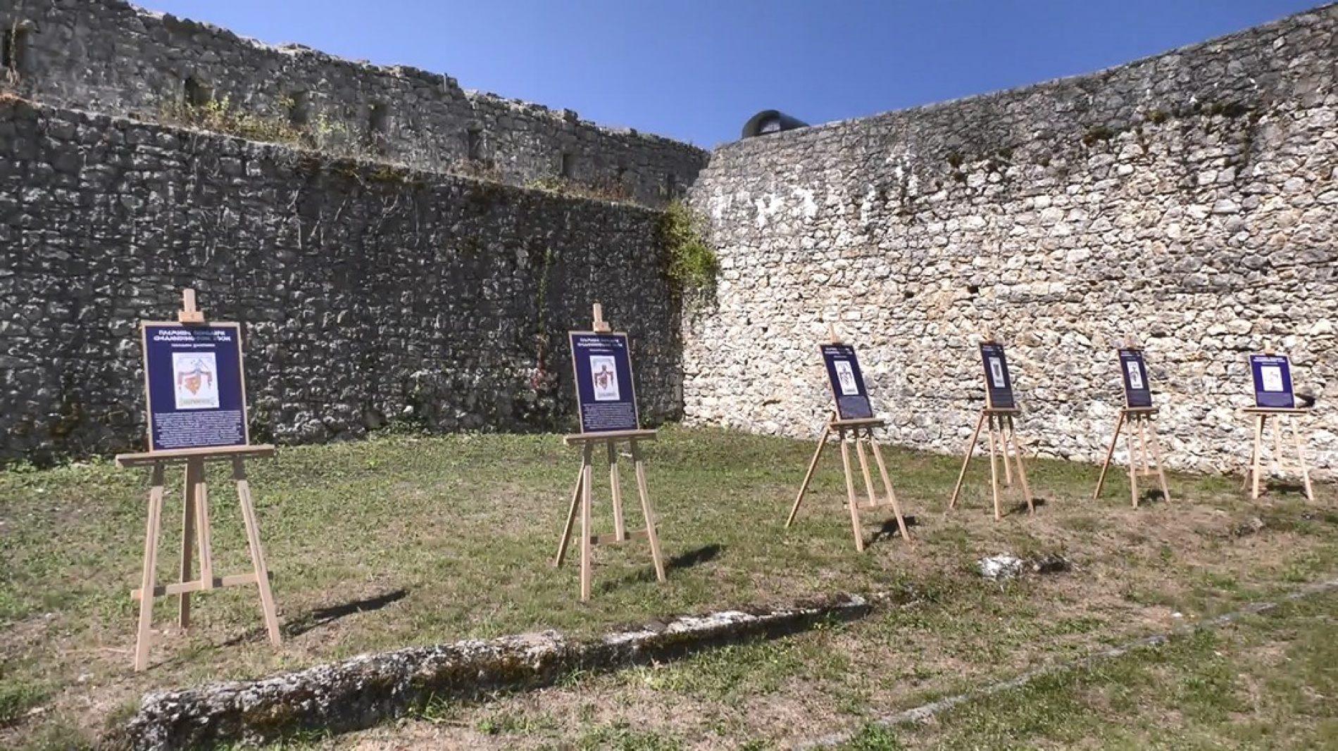 U Cazinu izložba Grbovima i poveljama kroz prošlost (Video)
